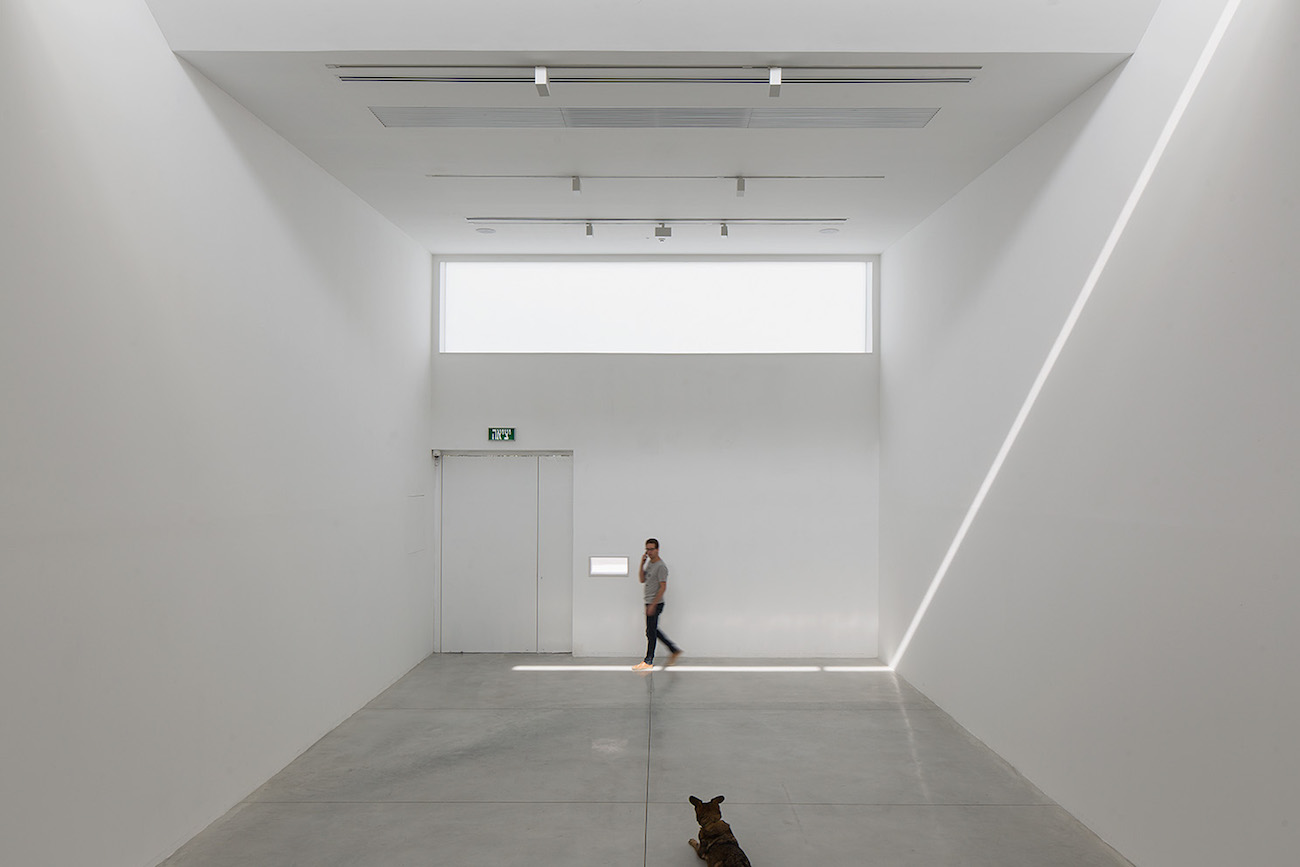 Gordon Gallery, interior, Tel Aviv. Photo credit: Elad Sarig